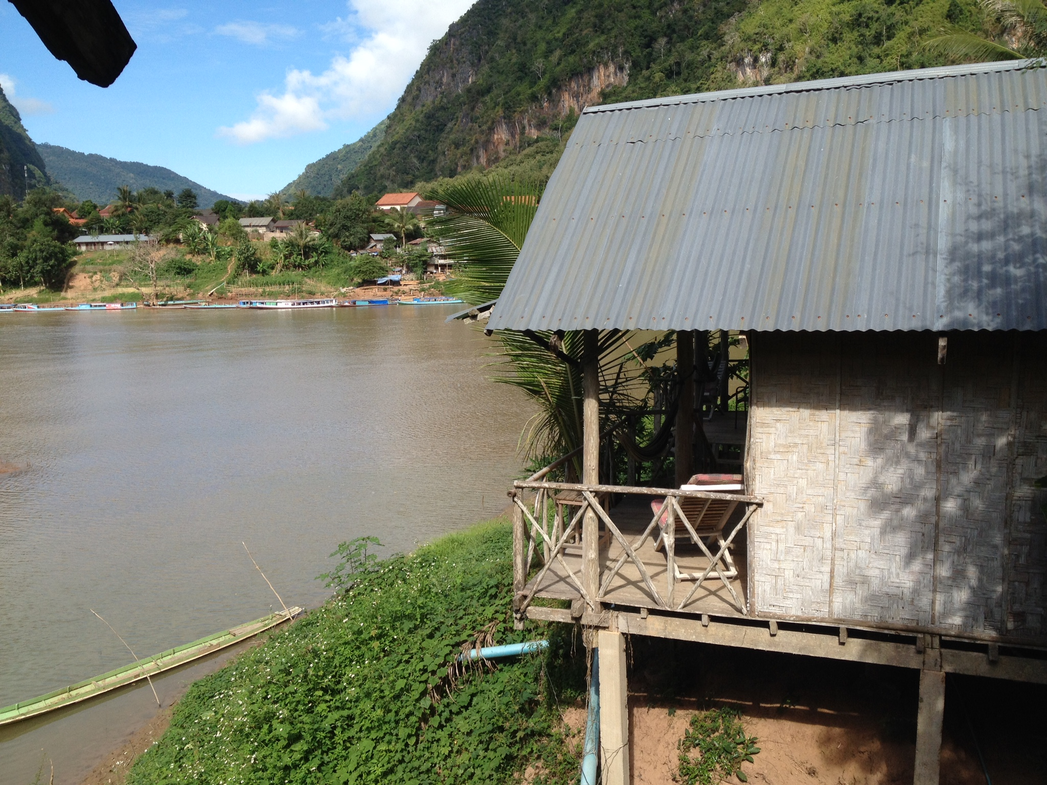 Laos – Nong Kiao – Besuch im Dunkeln in der Bambushütte