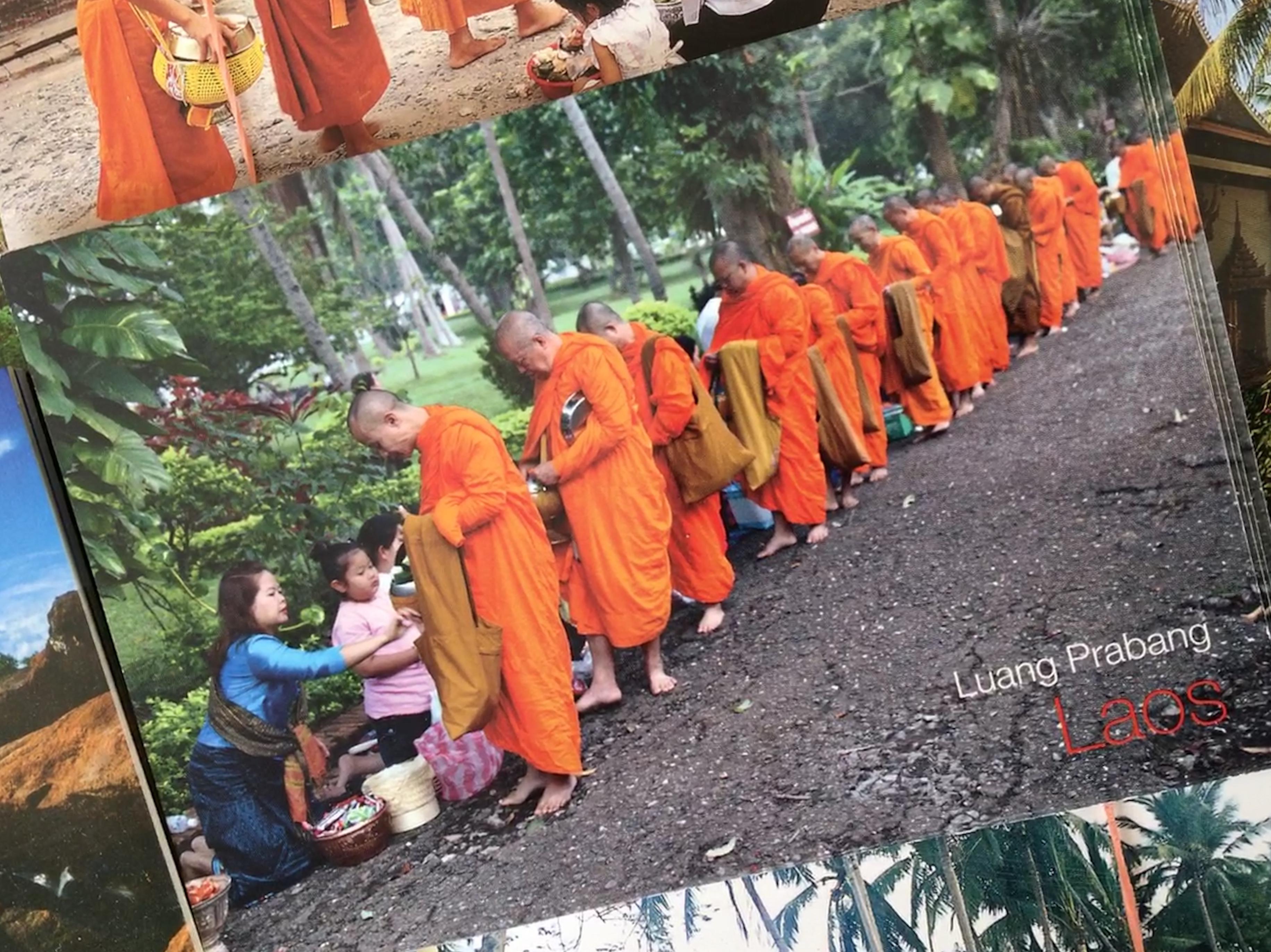 Geschenke an Mönche in Luang Prabang: für den Müll