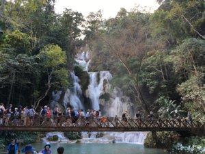 Tad Kuang Xi Wasserfall mit Touristen © 2017