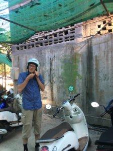 Nicht viele Laoten haben ein Auto, aber fast alle haben einen Roller. Wir haben uns auch einen gemietet. © 2017