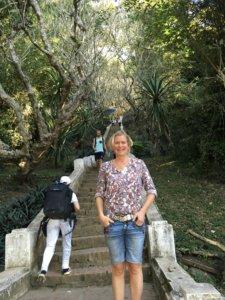 Da hat Alina die 300 Stufen hinauf zum Phousi noch vor sich. © 2017