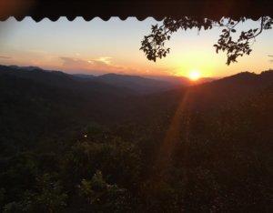 Sonneuntergang im Dschungel - fotografiert aus dem Baumhaus © 2017
