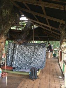 Die Schlafkabinen im Baumhaus. Die Bambusratten liefen nur drumherum, kamen aber nicht hinein. © 2017